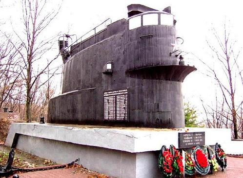 Navy sub memorial