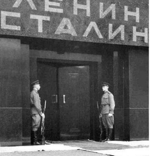 Lenin mausoleum stalin
