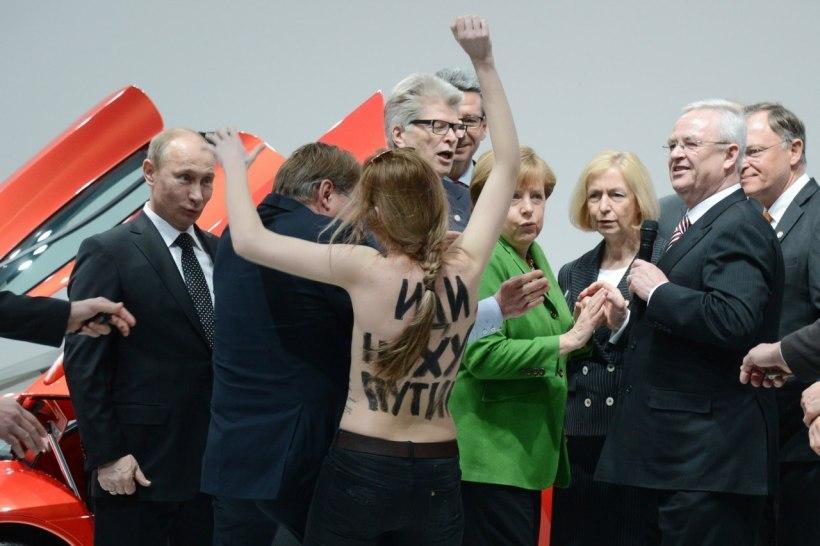 President Putin gets an eyeful.