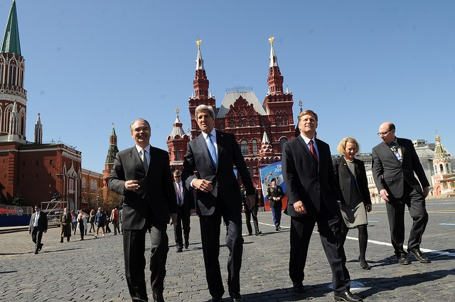 Secretary Kerry strolls on Red Square.