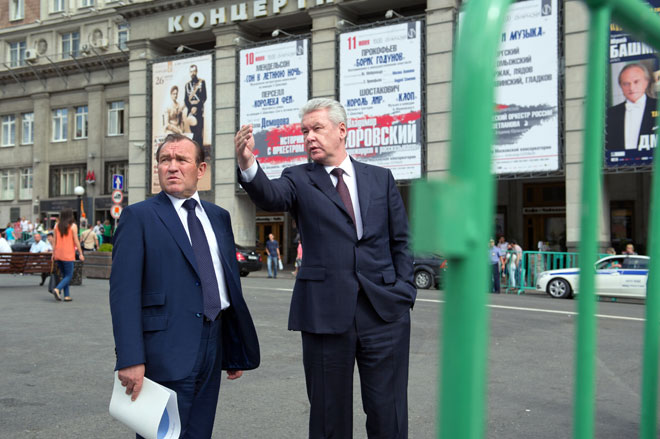 Mayor Sergei Sobyanin with Pyotr Biryukov deputy mayor inspecting improvements near Triumfalnaya Square.