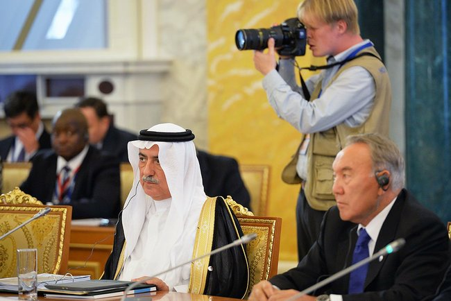 Journalists positioned near the president of Kazakhstan Nursultan Nazarbaev and the Minister Finance for the Arab League.