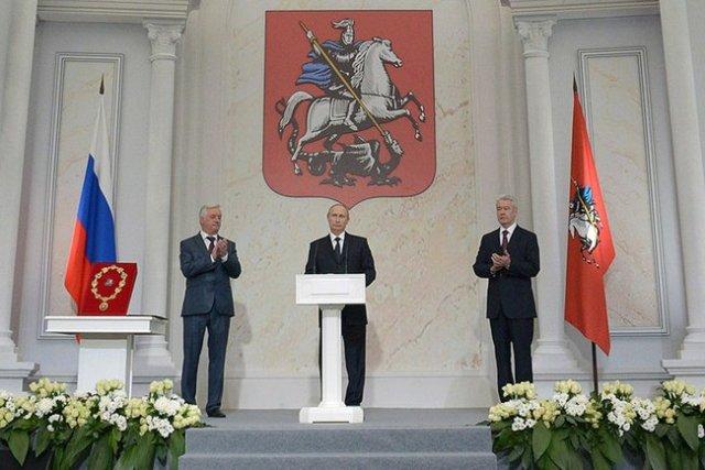President Putin (c) and Mayor Sobyanin (r).