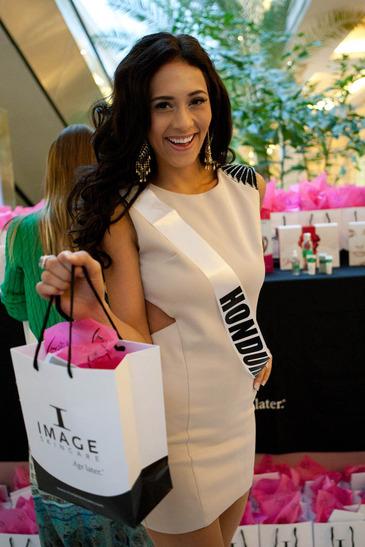 Miss Universe fashion day Crocus City Mall 2013 Diana Schoutsen Mendoza of Honduras