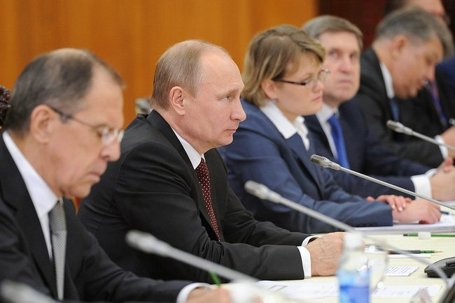 Russian Foreign Minister Sergei Lavrov (L) and President Vladimir Putin (R).