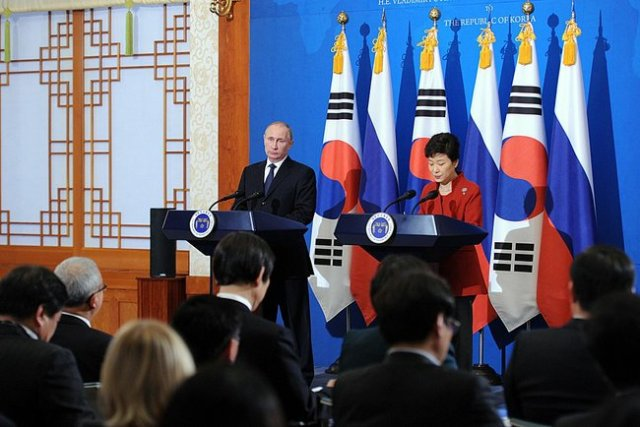 President Putin and Korean President Park Geun-hye, Seoul. 12 November 2013.