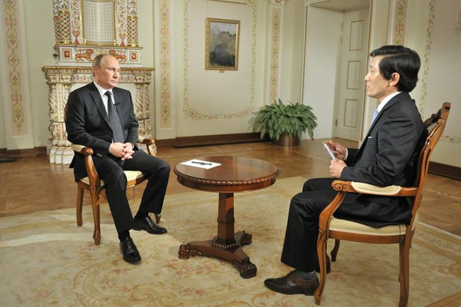 Host Yeon interviewed Mr. Putin on the Korean Broadcast System. height=331