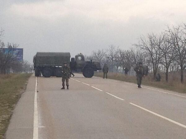 Access to airports in Simferopol and Sevastapol have been blocked. (foto: Avmalgin LJ)
