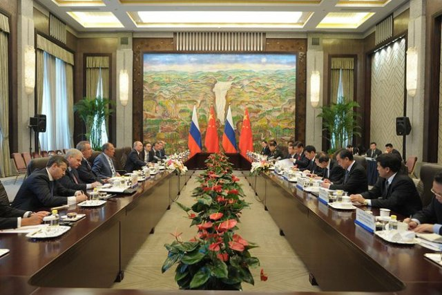 Chinese-Russian trade meetings were restricted to delegation members only.