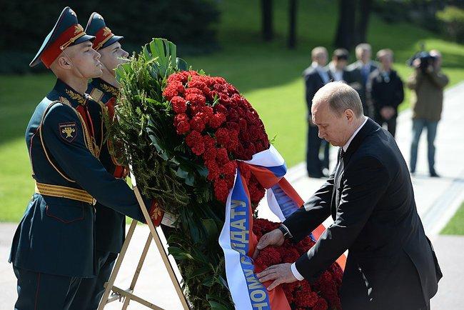 Putin Victory tomb unkoown 2014 b